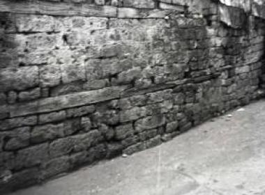 Σύνδεση πλίνθων και δοκαριών για κατασκευή τοίχων