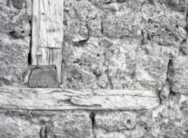 Λεπτομέρεια ξυλοδεσίας σε τοίχο